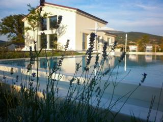Villa with pool, between Le Marche and Umbria