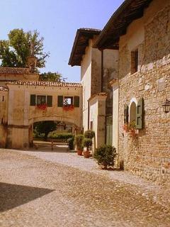 Casa La Vicinia c/o castle of Strassoldo complex