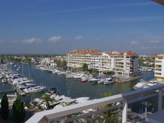 Empuriabrava Studio Apartment with stunning views