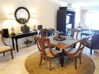 Beautiful 2 bedroom / 2 bath condo on beach with Gulf view!, Biloxi