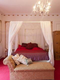 The master bedroom in red and gold - luxurious and spacious