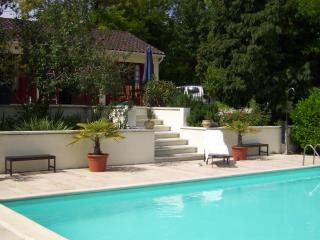 HUGE  HEATED PRIVATE POOL IN NEW  AQUITANE DORDOGNE COUNTRY, Ribérac