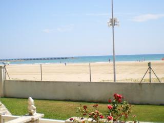 Apartamento en 1ª linea de mar con piscina, Cunit
