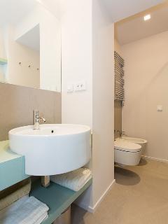 Ensuite shower room of 2nd bedroom