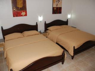 Suite 606, Large Executive Twin Queen Bed, Makati Ave.