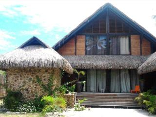 Fare Porinetia beach house - NEW LISTING!, Moorea