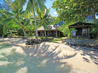 Fare Upu - beachfront house - NEW LISTING!, Moorea