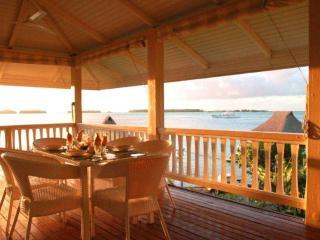House Beauséjour hillside overlooking lagoon NEW!, Bora Bora