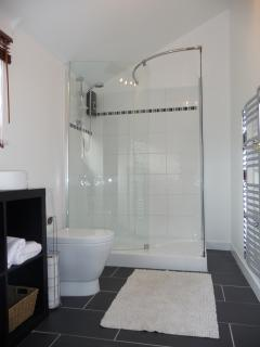 A clean contemporary bathroom complete with underfloor heating