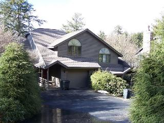 Highland Retreat a spacious town-home with Grandfather view, sleeps 10, Boone