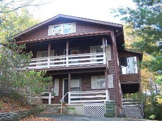 Higher Ground easy paved access, minutes from Main Street Blowing Rock