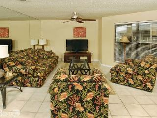 Sandpiper 2C ~Beachside Condo with Palm Tree Views~Bender Vacation Rentals, Gulf Shores
