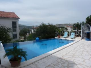 Holiday House with swimming pool -Marjana-