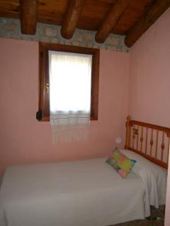 Dormitorio 3 con techos de madera