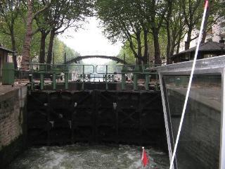 Lo studio  sul romantico Canal St. Martin a due pa, Paris