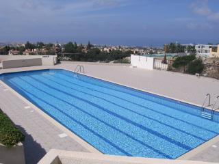 2 bed villa with large pool and WiFi