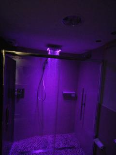 cromotherapy large shower
