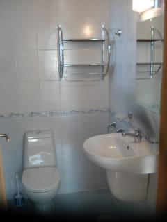 2 en suite bathrooms upstairs