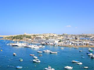 BRAND NEW 2 BEDROOM MODERN SEAFRONT APARTMENT, Gzira