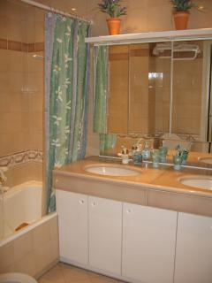 Large en suite bathroom for master bedroom