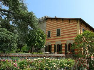 VILLA SAN SIMONE-HOLIDAY RENTALS CLOSE TO FLORENCE, Pistoia