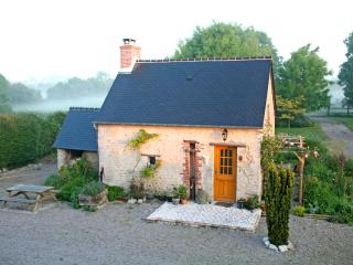 Sweet cottage for 2, in heart of D Day Normandy, Sainte-Mère-Église