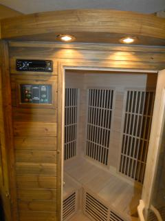SAUNA with cromotherapy ad miusic terapy (by CD player)