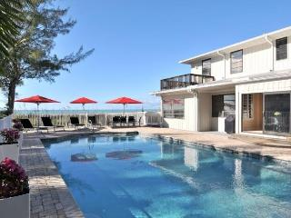 Exquisite Beachfront Villa with Pool & Gulf Views!, Longboat Key