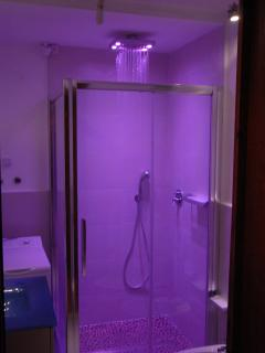 cromotherapy shower