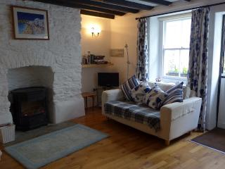 Howton Cottage - cosy stone cottage. Beach 2 mins, Cawsand