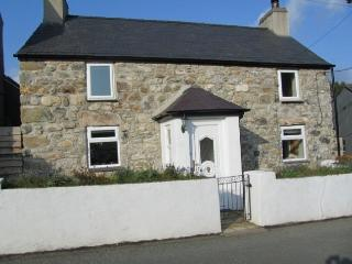 Beautiful Glan Parc Cottage near seaside Pwllheli, Fron