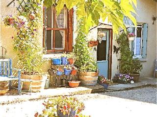 Honeysuckle cottage  Carcassonne Wifi,jacuzzi,pool.