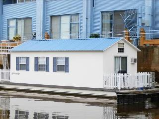 Houseboat Pisces:  Most Unique Vacation Rental in Town!, Philadelphia