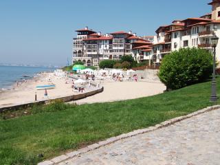 PRIVATE BEACH WITH BEACH BAR & JETTY