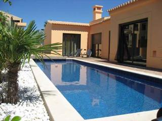 Casa Oleander - 4 bed villa with garden and private pool, Luz