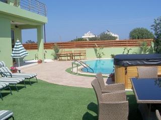 Get together Seaside Villa, Pervolia