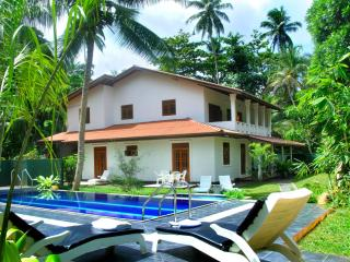 HikkaVilla 5BR Holiday villa with a private pool