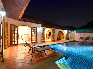 Grand Condo Lotus pool villa 300 meter from beach