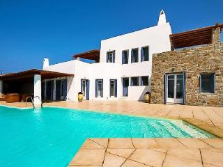 Elegant Aegean Horizon with superb sea views, guest house & secluded infinity pool, Elia