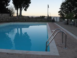 Tuscany apartment with pool, walk to the piazza, Cetona