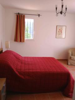 Master bedroom (King bed) showroom en suite