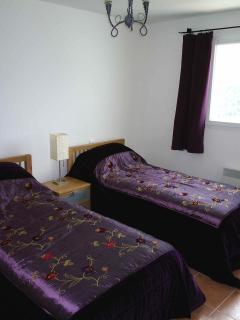 Twin bedroom with bathroom en suite