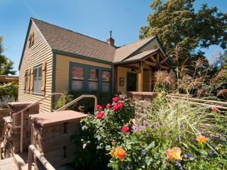 Vintage Rose Cottage, near Washington Park, Denver