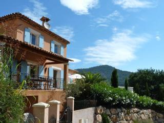 Villa Mimosas is a 3 bedroom (fully en-suite) villa with private pool.