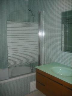 En-suite bathroom with shower over.