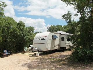 Cozy travel trailer on 25 acre ranch, Red Rock