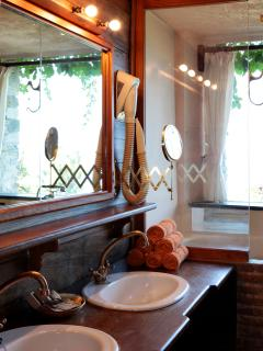 All bedrooms have en-suite bathrooms/shower rooms