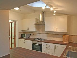 Excellent 4 Bedroom Cottage Hale South Manchester