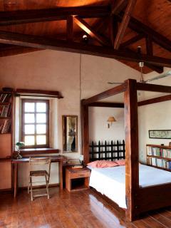 Plenty of desks in all bedrooms (5th bedroom)