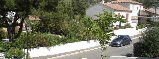 Stree / Garden (enclosed)